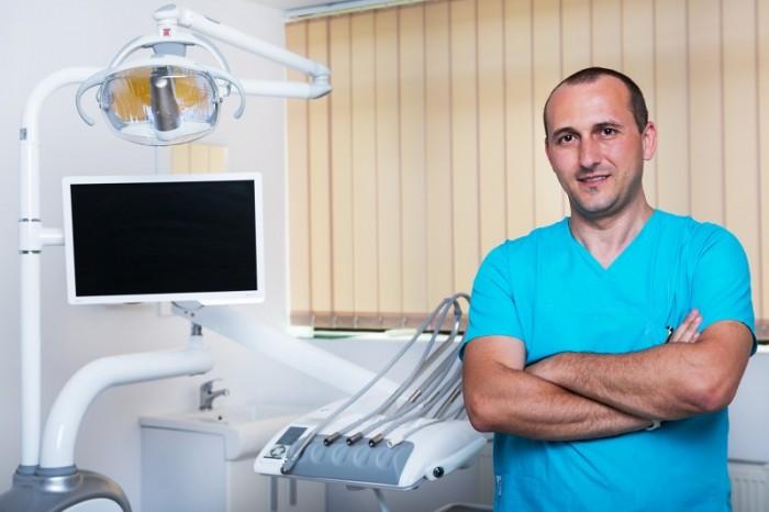 Dr. Traian Comanescu - Arra Dental Clinique